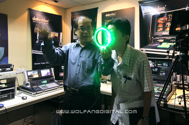 Vshing of Graphics Vision demonstrates a portable chroma key system from Reflecmedia.