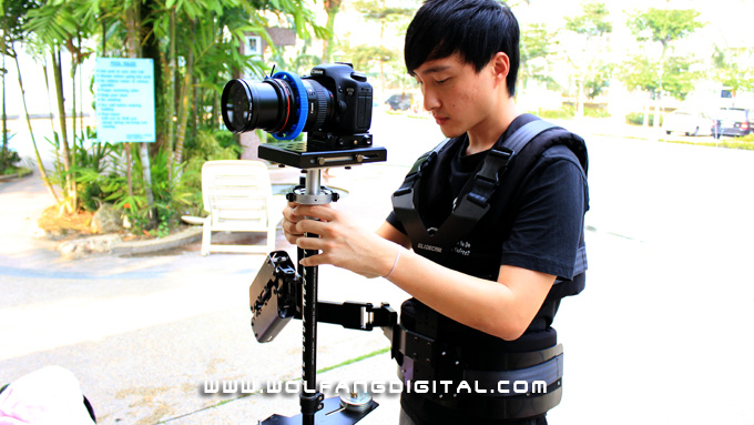 Mike Ong's turn to try on the Glidecam Smooth Shooter. Remember that the Guiding Hand must be relexed. In this case, the Holding Hand is also less tensed as the Support Arm does its job.