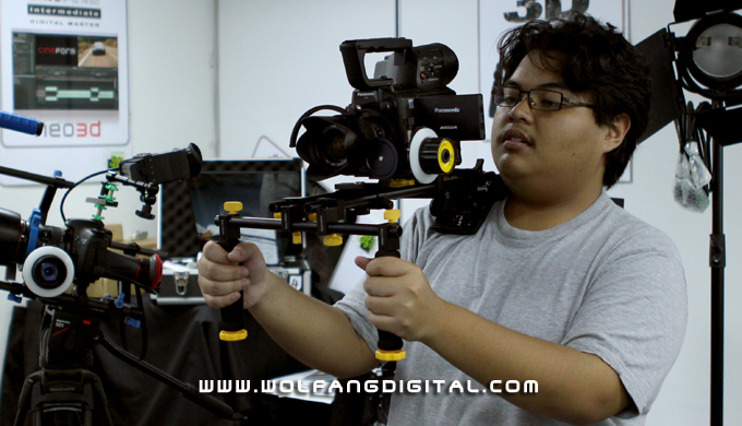 Danial here has attached the Panasonic AF101 onto Ikan's Shoulder Mount (seen here with follow focus)