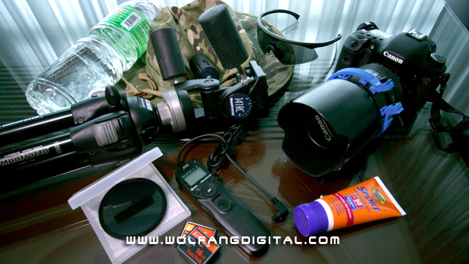 Timelapse Essentials: Bottled water, Bush Hat, Sunglasses, Tripod, Fader ND Filter, Camera, Sun Block, Intervalometer, CF Cards.